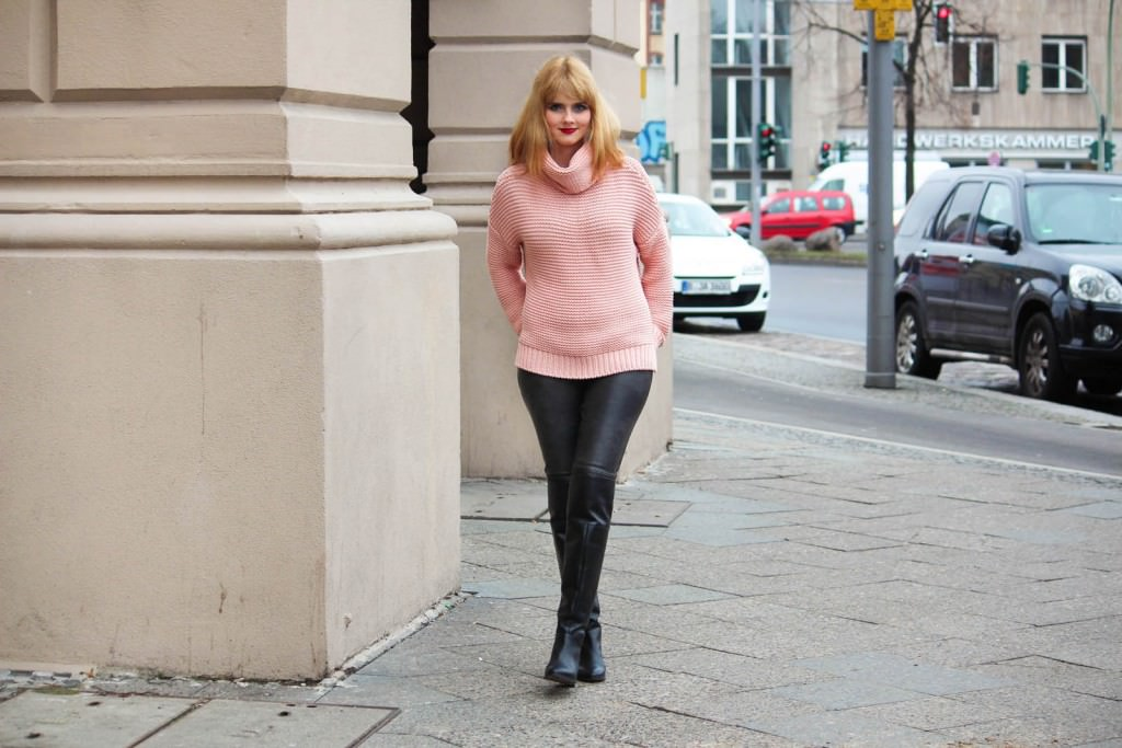 Berlin City Style - Turtleneck Sweater, Overknee Boots 1