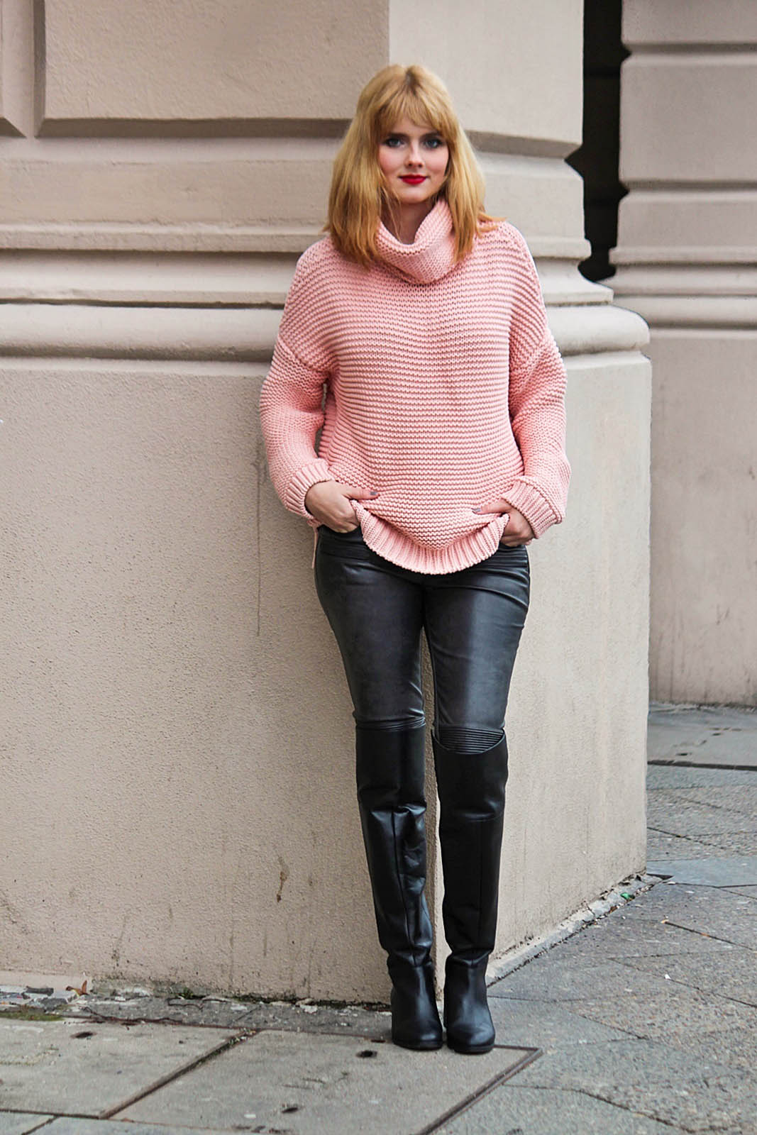 Berlin City Style - Turtleneck Sweater, Overknee Boots 2