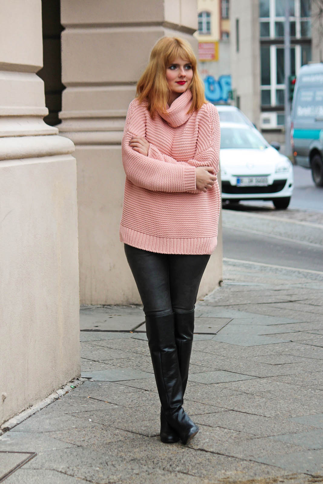 Berlin City Style - Turtleneck Sweater, Overknee Boots 3