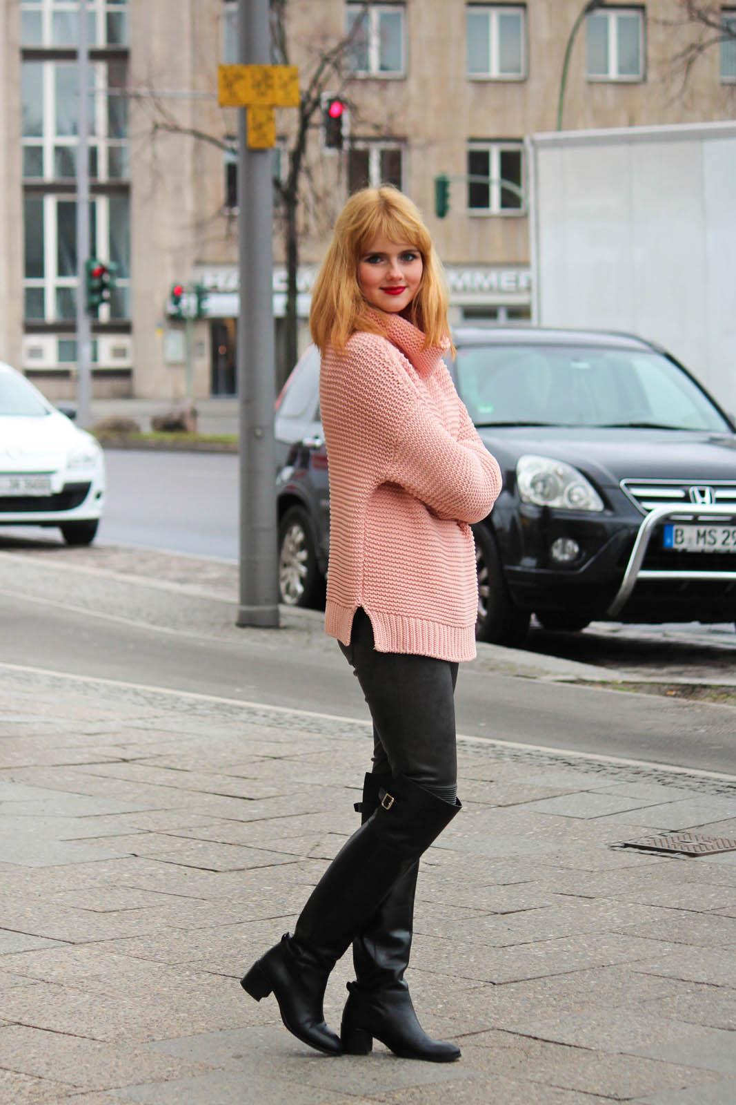 Berlin City Style - Turtleneck Sweater, Overknee Boots 4