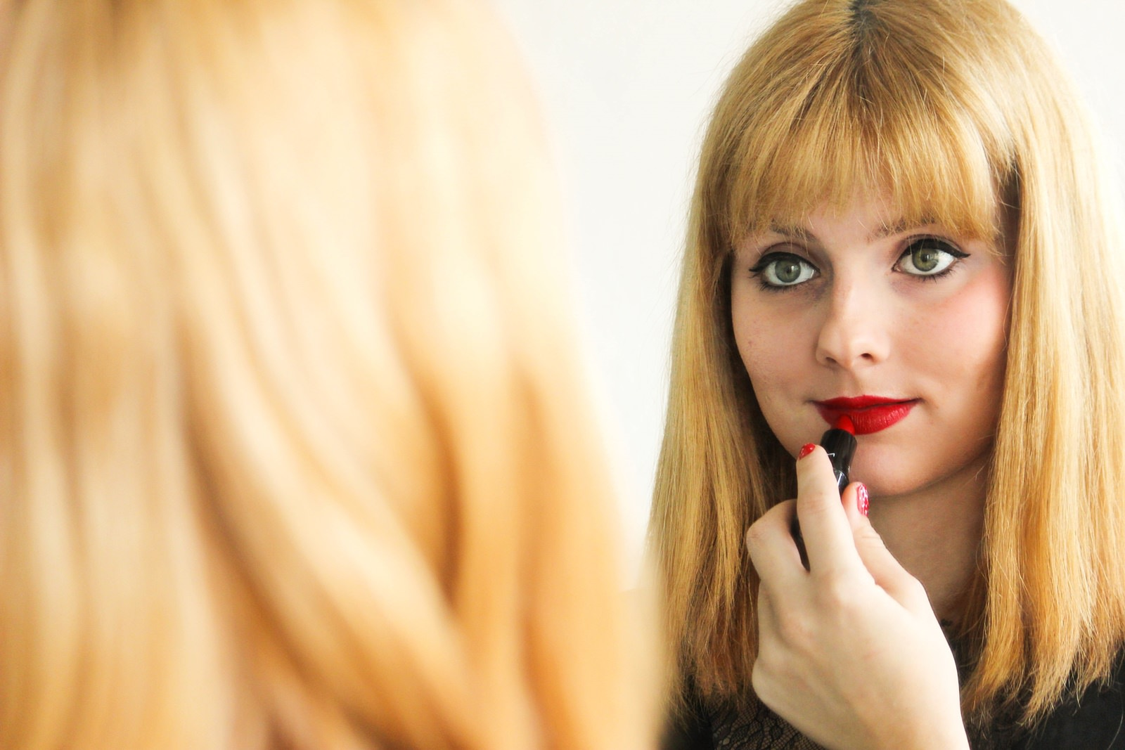 Get ready for Valentinsday - Step 3 Make-Up roter Lippenstift