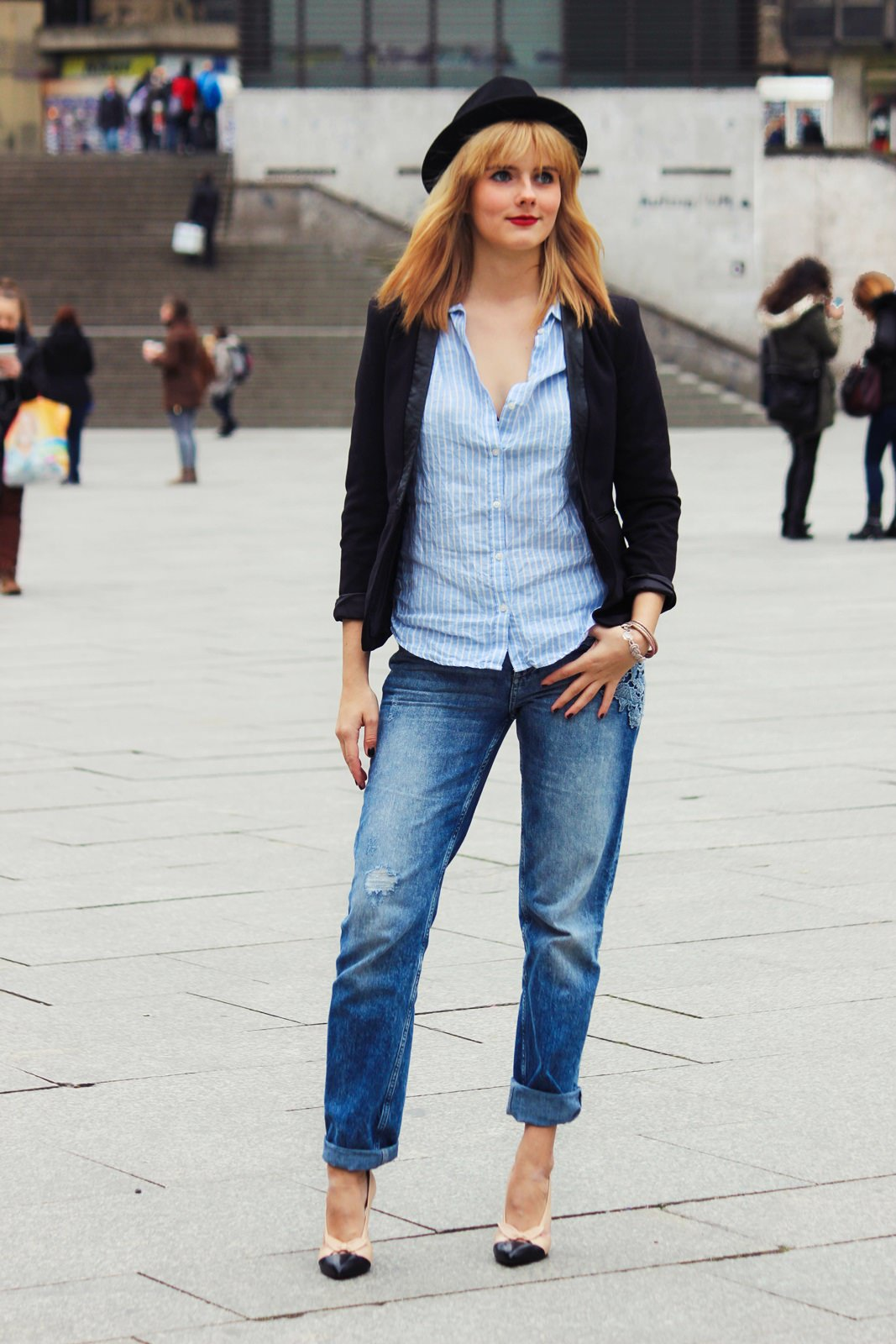 Des Belles Choses Outfit - 10 things why it's great to be a woman Boyfriend Style with pumps 1
