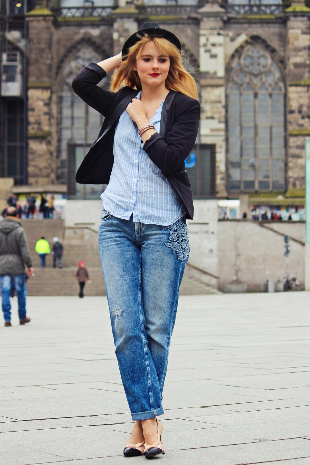 Des Belles Choses Outfit - 10 things why it's great to be a woman Boyfriend Style with pumps 2