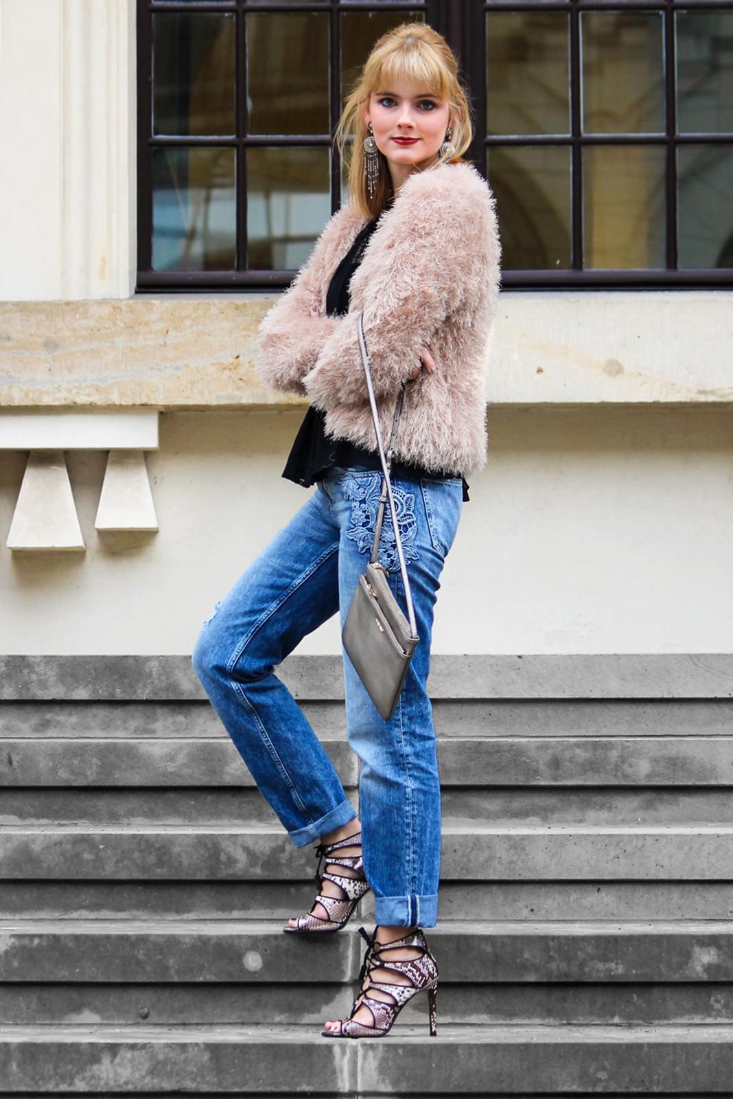 Des Belles Choses - Spot on snake print - Boyfriendjeans, fluffy jacket 5