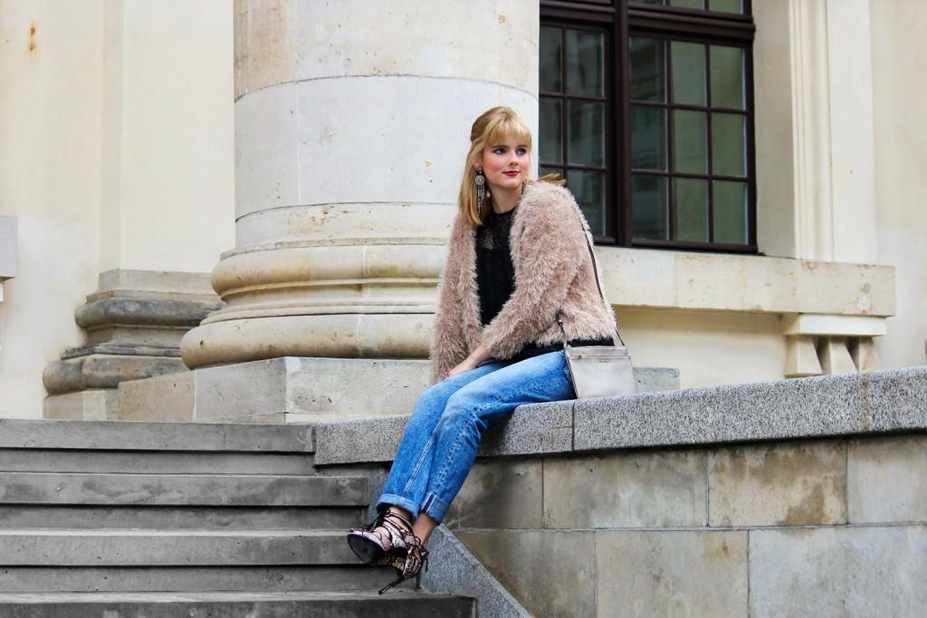 Des Belles Choses - Spot on snake print - Boyfriendjeans, fluffy jacket 6