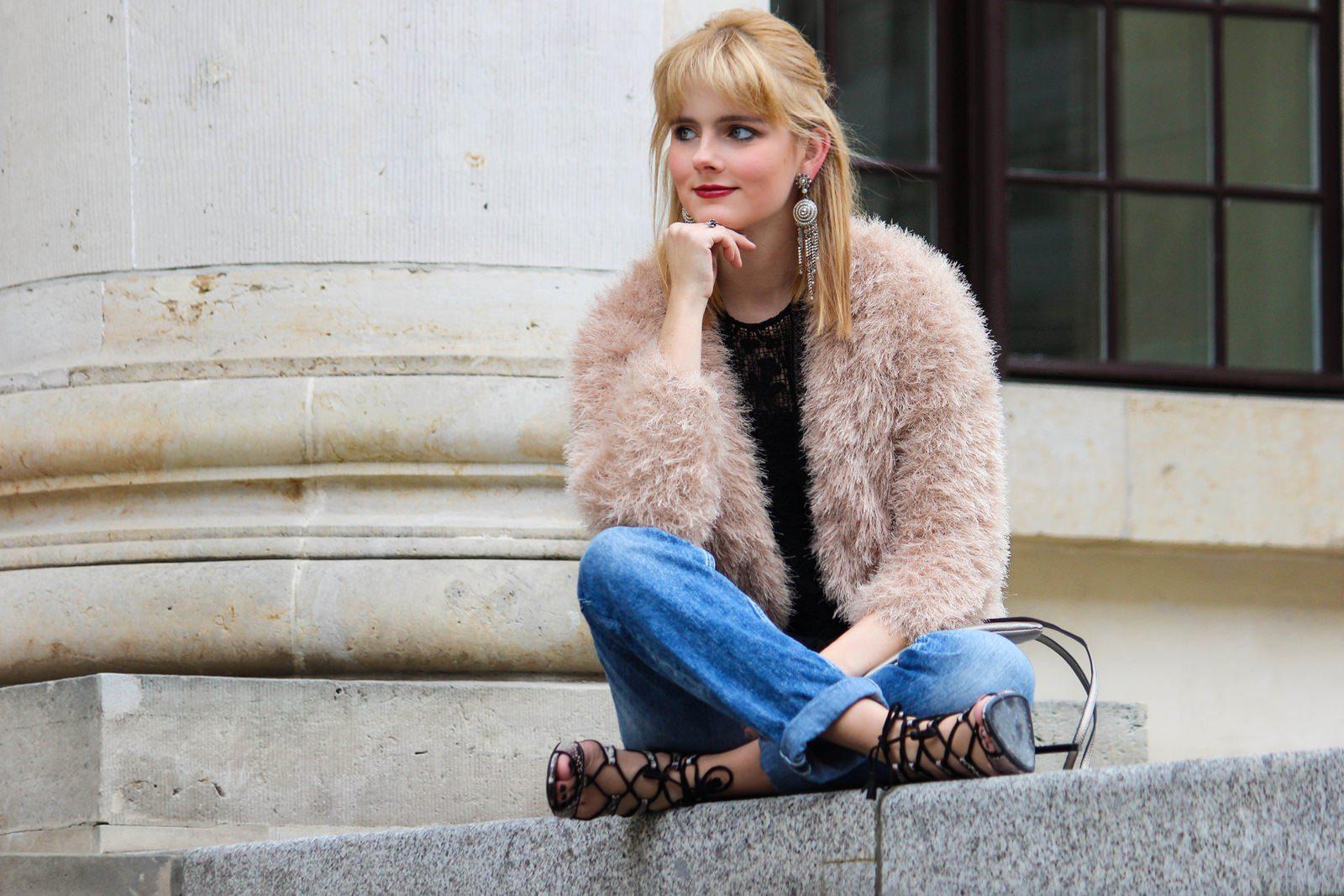 Des Belles Choses - Spot on snake print - Boyfriendjeans, fluffy jacket 9