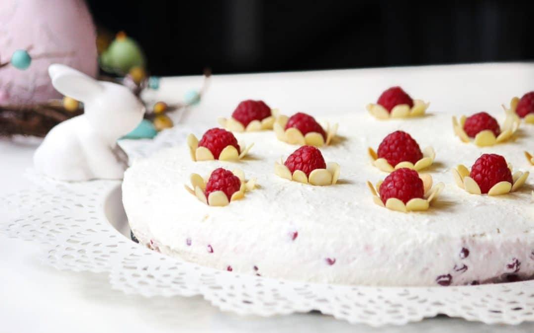 Extra-leichte Johannisbeer-Joghurt-Torte im Frühling