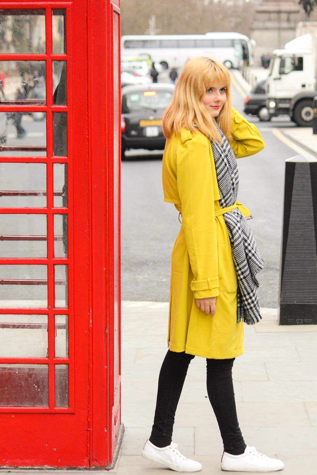 Des Belles Choses - From London with love - Tom Tailor Trenchcoat, Cheap Monday Jeans, Gant Alice Sneakers 3