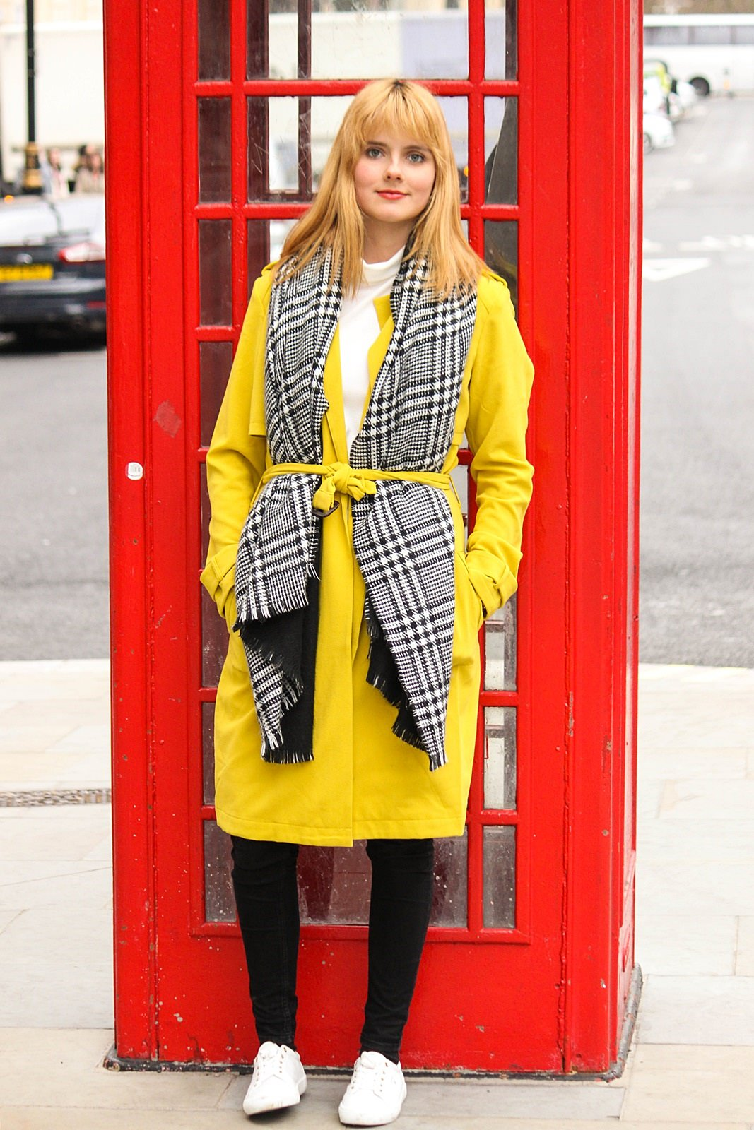 Des Belles Choses - From London with love - Tom Tailor Trenchcoat, Cheap Monday Jeans, Gant Alice Sneakers 4