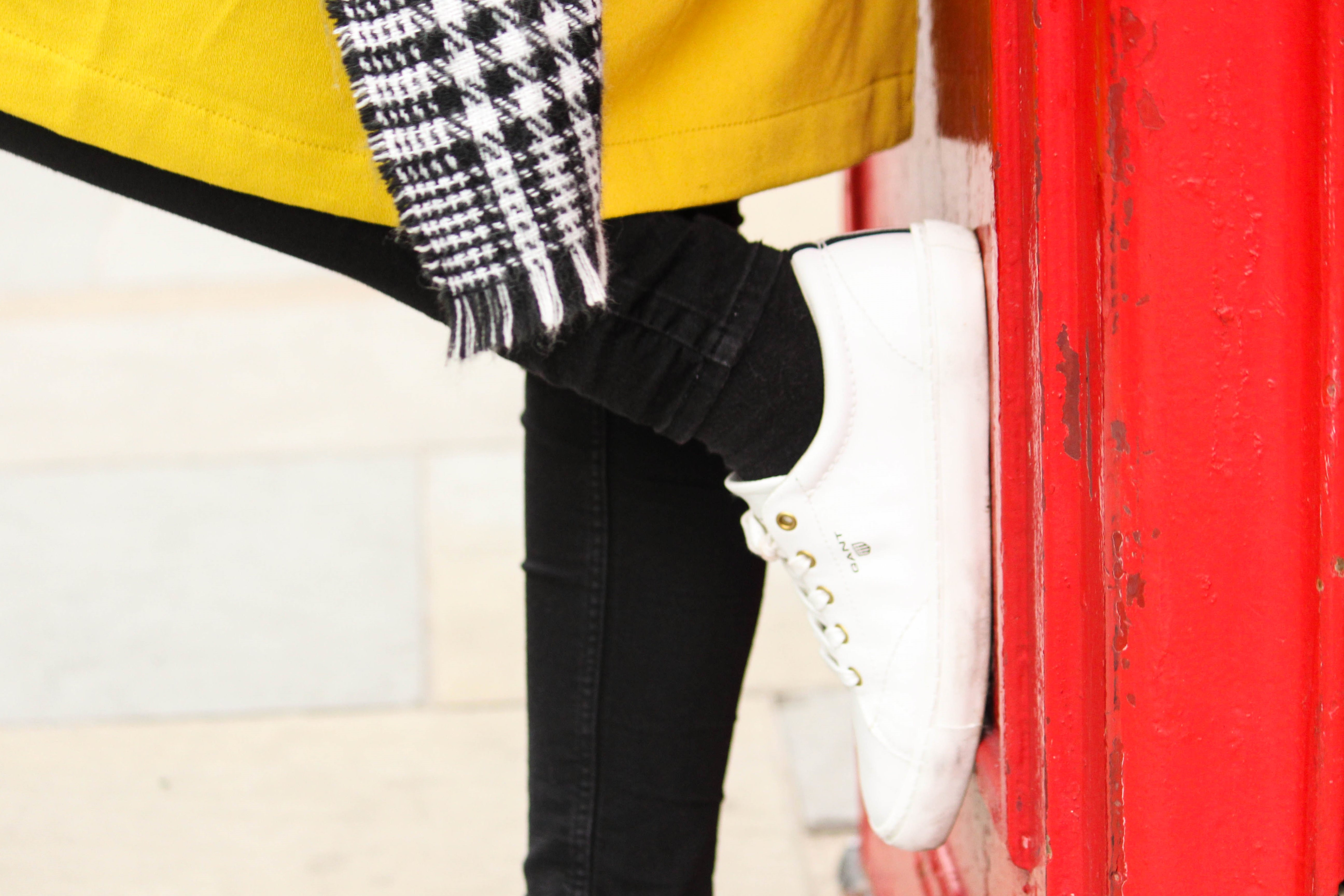 Des Belles Choses - From London with love - Tom Tailor Trenchcoat, Cheap Monday Jeans, Gant Alice Sneakers 7