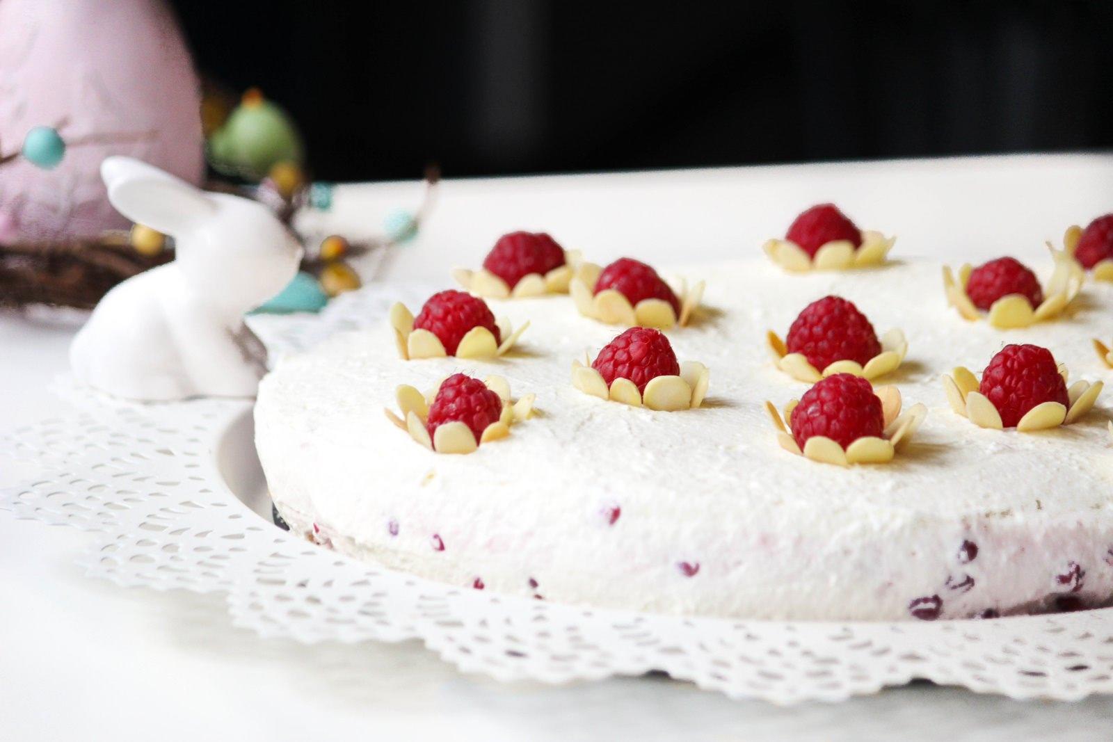 Des Belles Choses - Oster Dessert - Rezept Johannisbeer-Joghurt-Torte 1