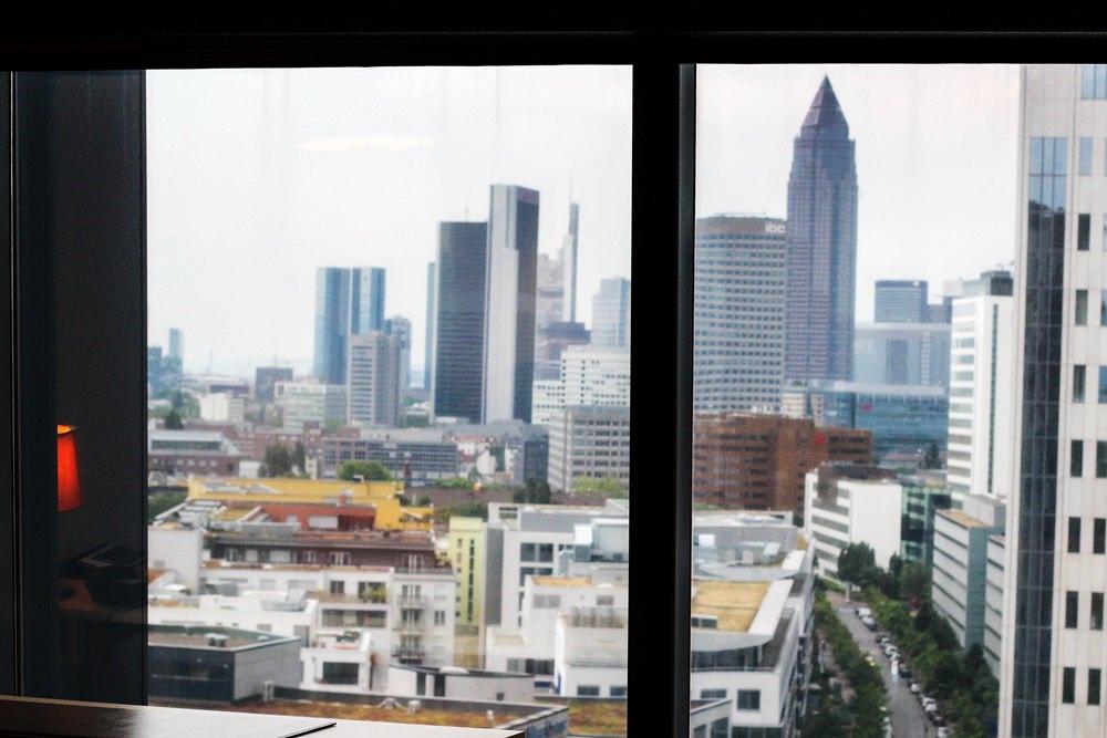 Radisson Blue Hotel Frankfurt - Blick aus der Präsidentensuite auf die Frankfurter Skyline