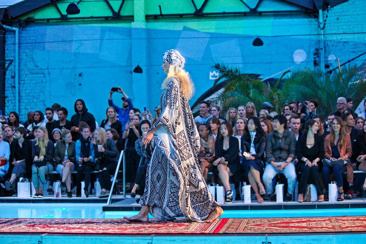 "Haubentaucher in Berlin - holyGhost Fashion Show ""Desert Rose"" Frühling/Sommer 2016"