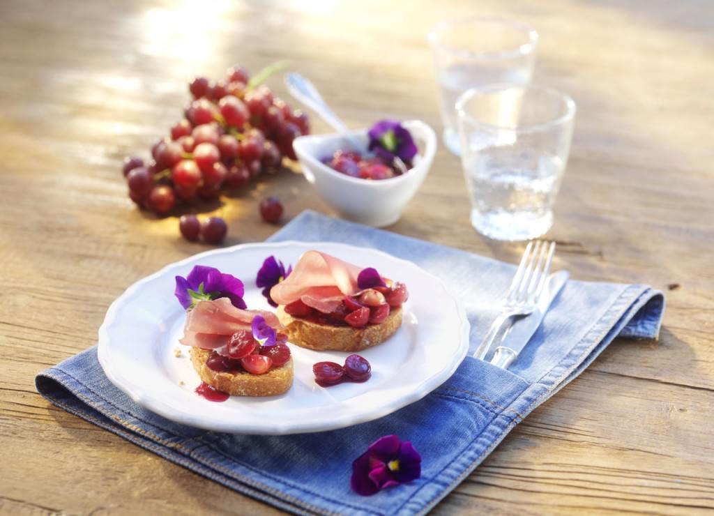 desbelleschoses-takko-demin-dinner-vorspeise-crostini-mit-traubenchutney