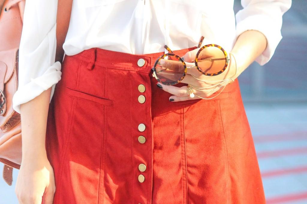 desbelleschoses-outfit-forever-boho-suede-minirock-trifft-70s-details-in-hamburg 9