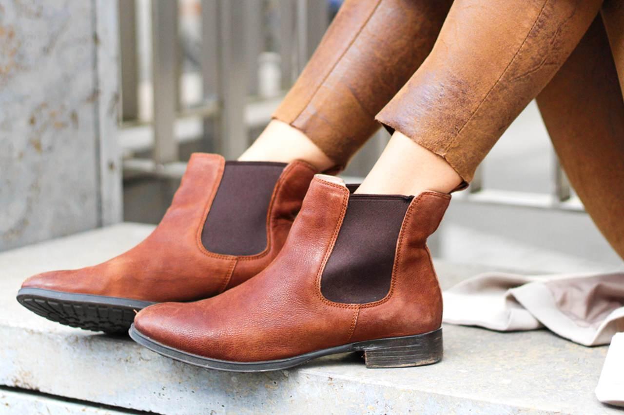 desbelleschoses-outfit-the-classic-trenchcoat-suede-leggings-michael-kors-hamilton-unterwegs-in-berlin 3