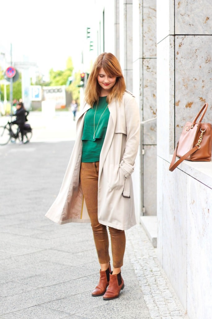 desbelleschoses-outfit-the-classic-trenchcoat-suede-leggings-michael-kors-hamilton-unterwegs-in-berlin 4