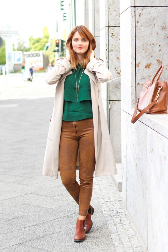 desbelleschoses-outfit-the-classic-trenchcoat-suede-leggings-michael-kors-hamilton-unterwegs-in-berlin 8