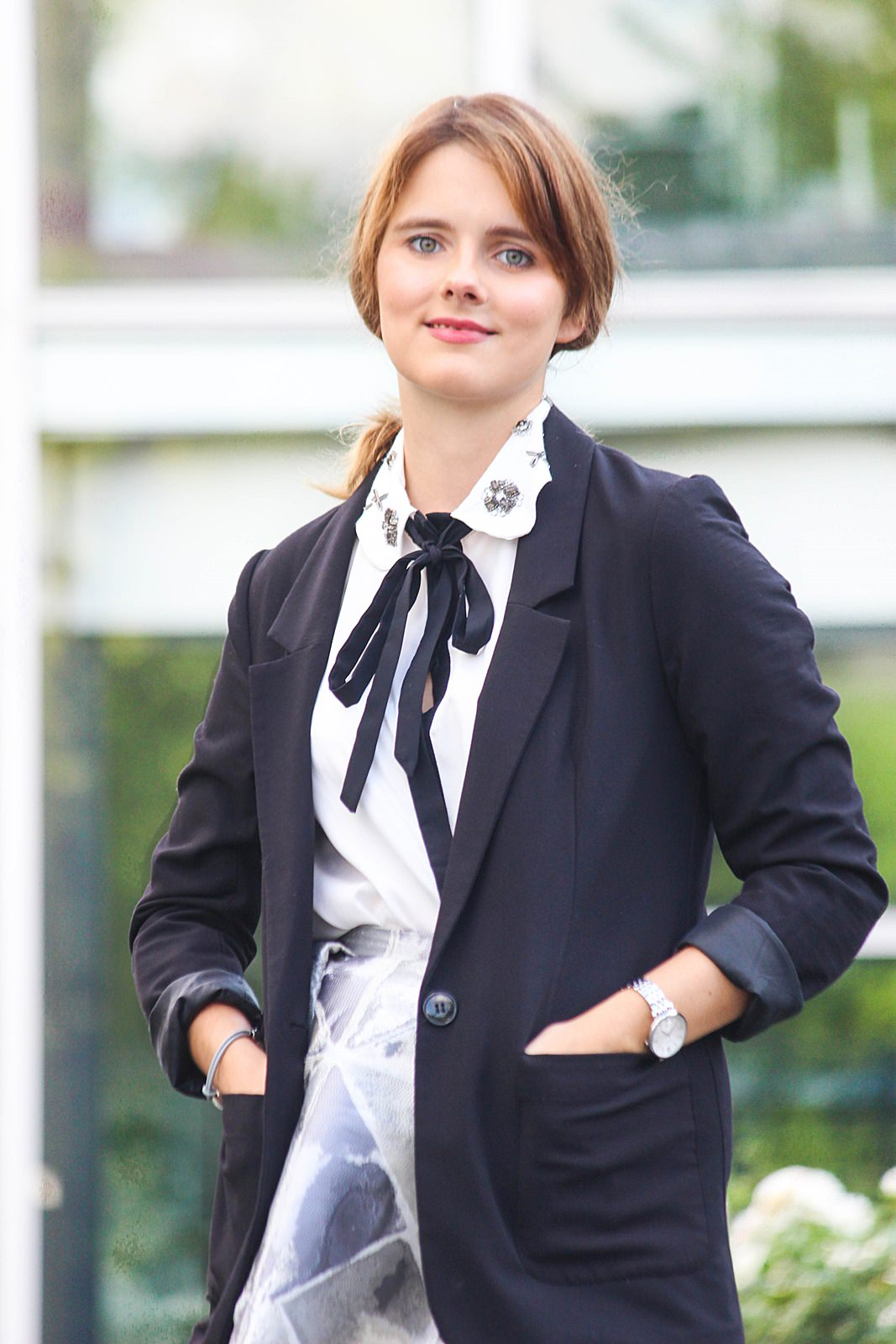 desbelleschoses-business-outfit-mit-weitem-glamour-midirock-und-emu-boots 4