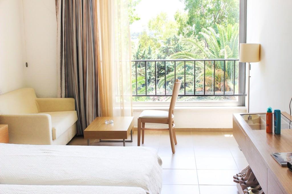desbelleschoses-hotel-review-kos-caravia-beach-zimmer 1