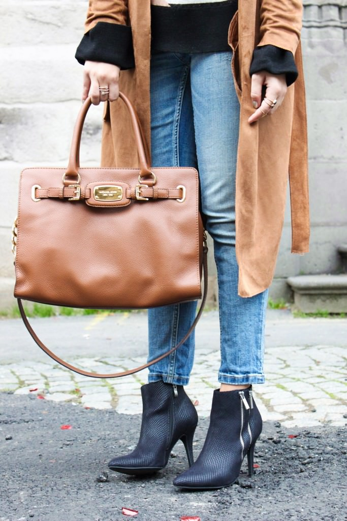 desbelleschoses-outfit-70er-jahre-trend-im-herbst-brauner-suede-trenchcoat 5