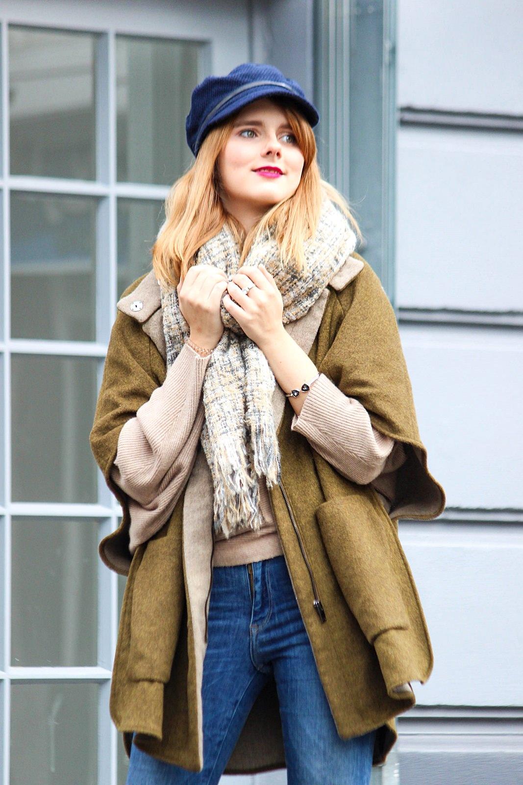 Oufit von Des Belles Choses - Fashionblog aus Köln: Cape im Winter