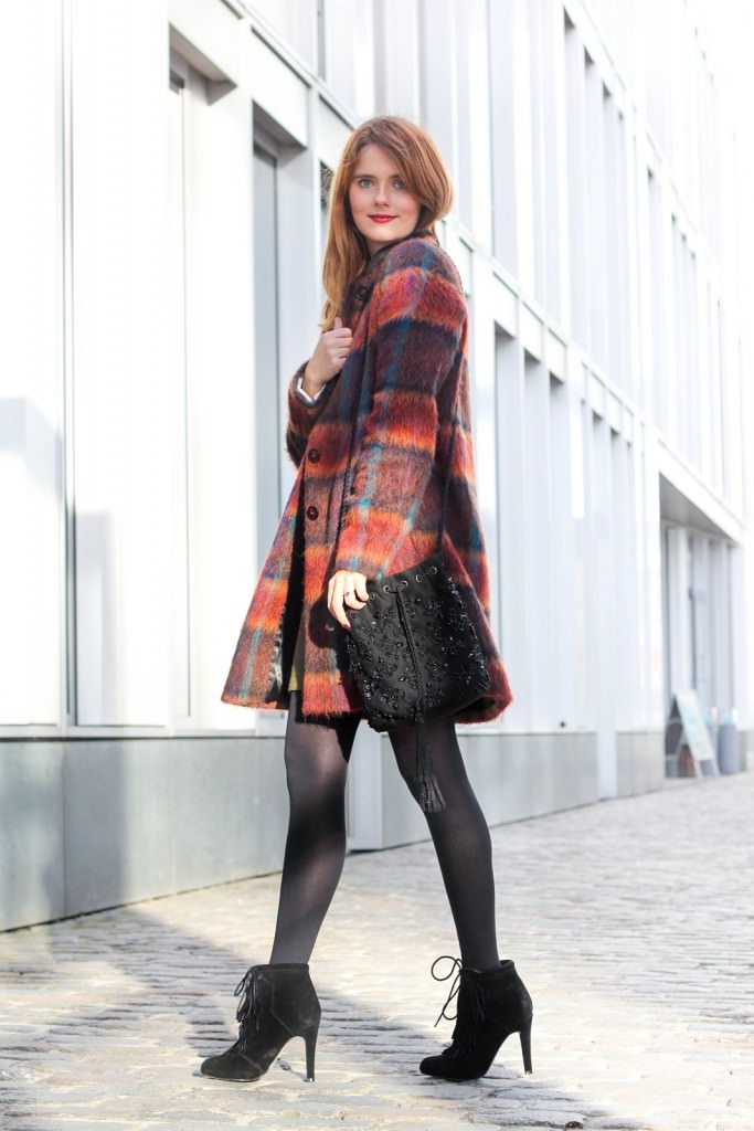 desbelleschoses-fashion-blog-köln-outfit-basickleid-und-fransenheels-cinque-mantel-bullboxer-high-heels 3