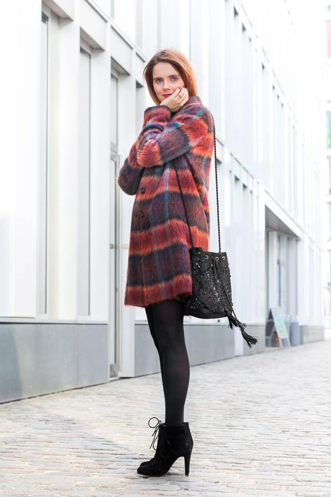 desbelleschoses-fashion-blog-köln-outfit-basickleid-und-fransenheels-cinque-mantel-bullboxer-high-heels 4