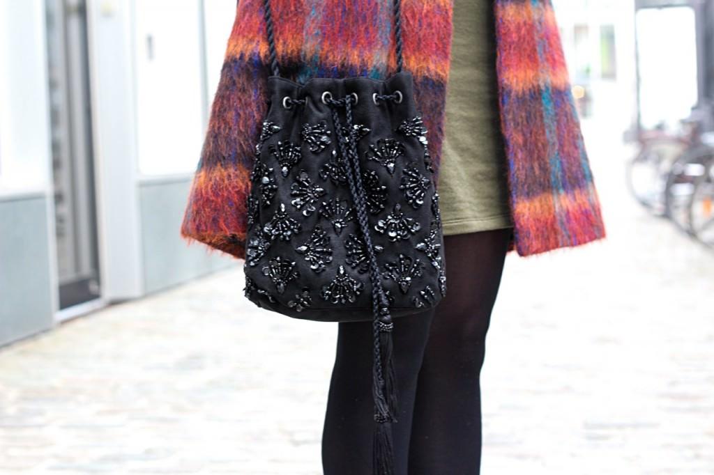 desbelleschoses-fashion-blog-köln-outfit-basickleid-und-fransenheels-cinque-mantel-bullboxer-high-heels 9