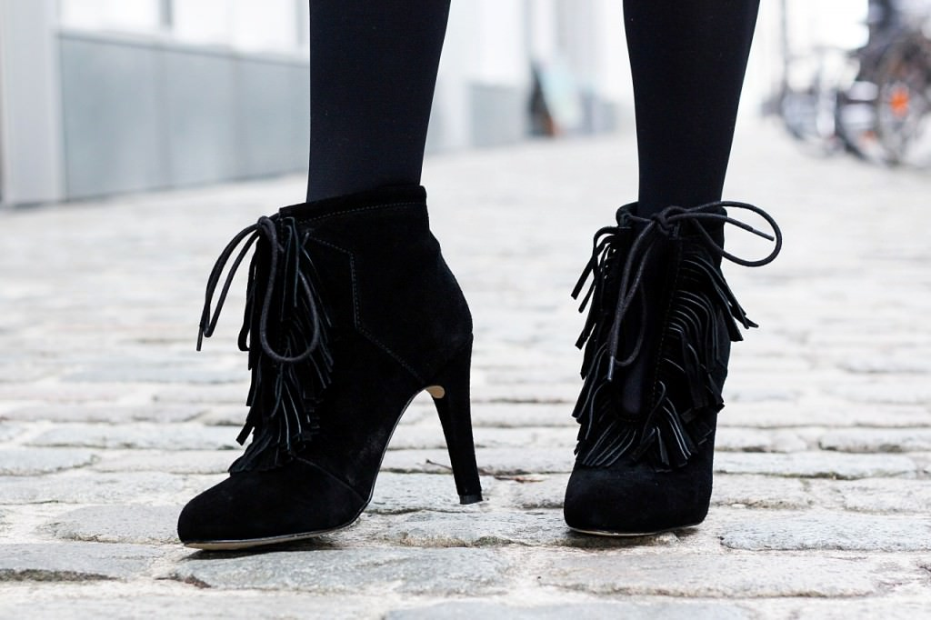 desbelleschoses-fashion-blog-köln-outfit-basickleid-und-fransenheels-cinque-mantel-bullboxer-high-heels 10