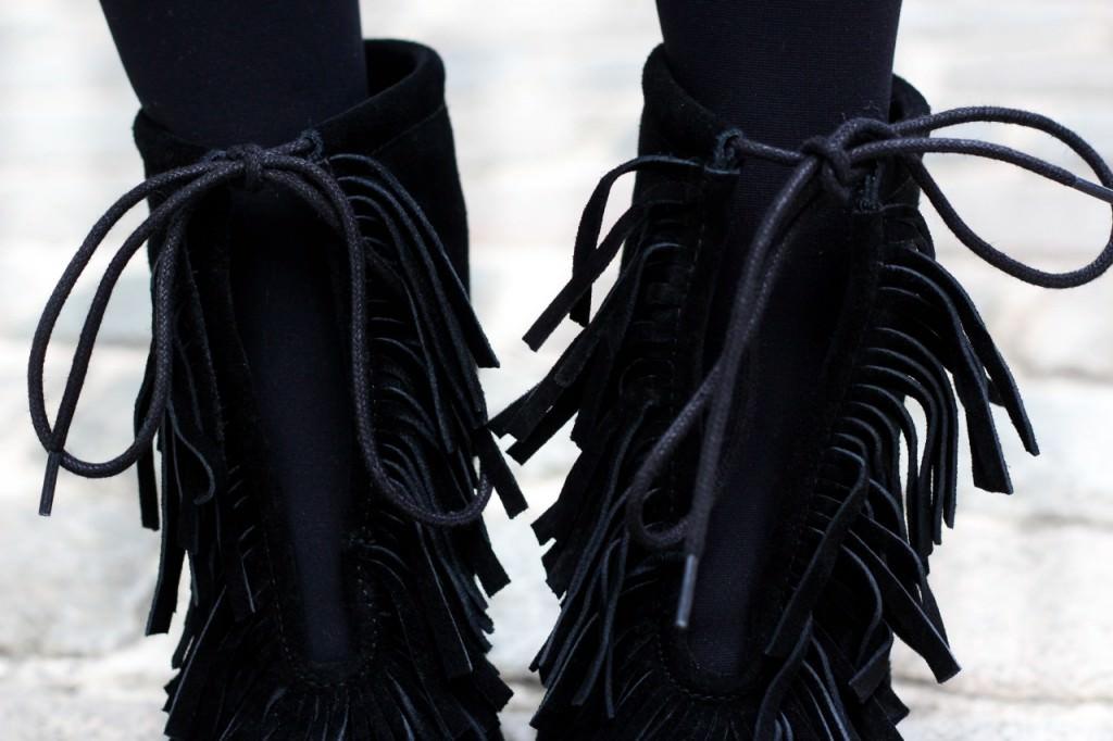 desbelleschoses-fashion-blog-köln-outfit-basickleid-und-fransenheels-cinque-mantel-bullboxer-high-heels 11