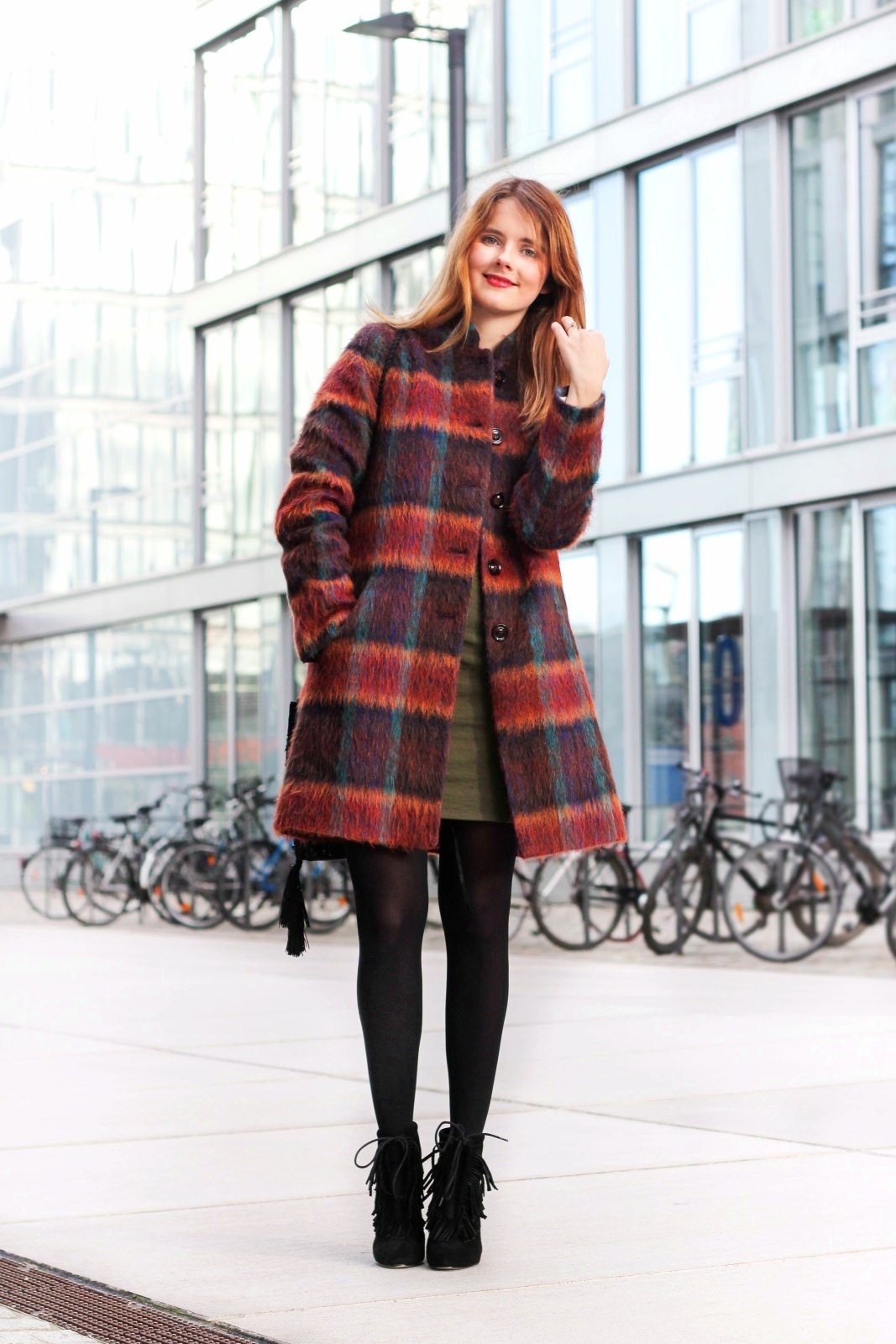 desbelleschoses-fashion-blog-köln-outfit-basickleid-und-fransenheels-cinque-mantel-bullboxer-high-heels 1