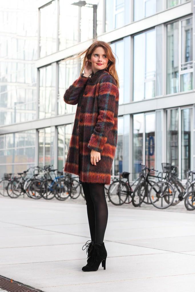 desbelleschoses-fashion-blog-köln-outfit-basickleid-und-fransenheels-cinque-mantel-bullboxer-high-heels 2