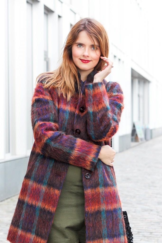 desbelleschoses-fashion-blog-köln-outfit-basickleid-und-fransenheels-cinque-mantel-bullboxer-high-heels 5