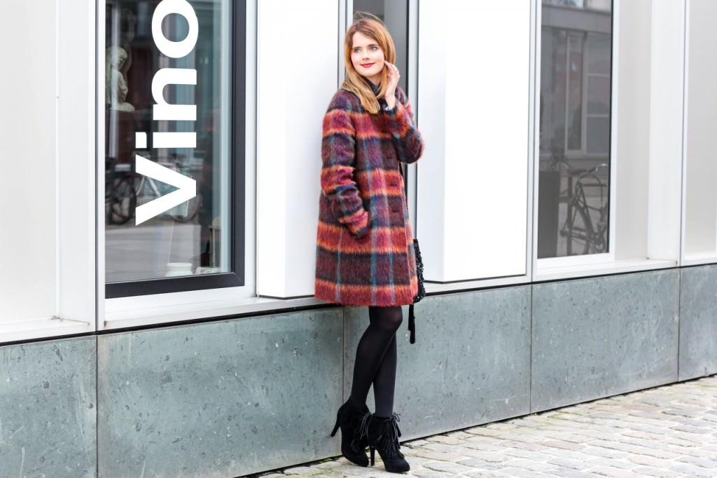 desbelleschoses-fashion-blog-köln-outfit-basickleid-und-fransenheels-cinque-mantel-bullboxer-high-heels 6