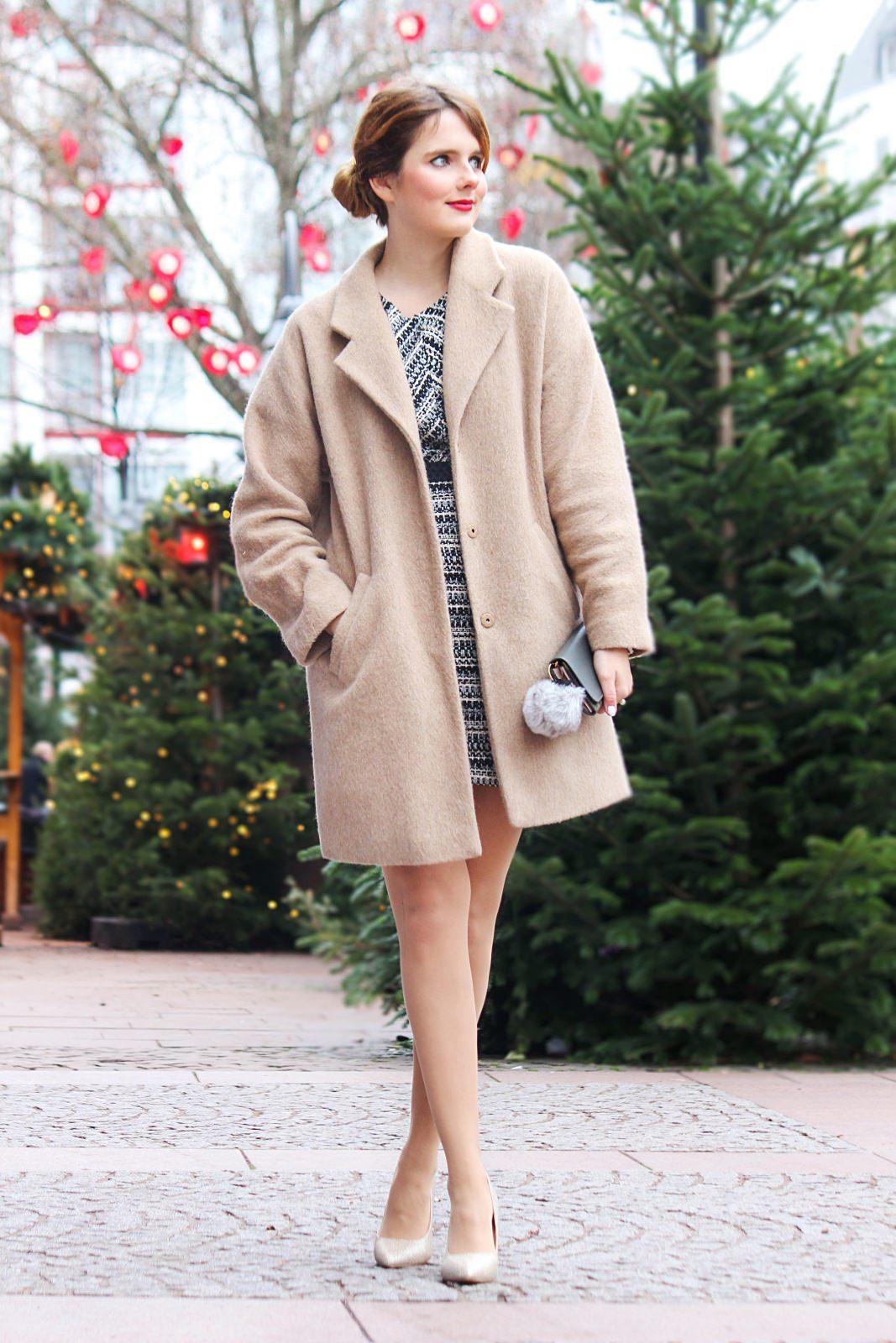 desbelleschoses-fashion-blog-köln-weihnachtsoutfit-2015-klassisch-schick-mit-camel-mantel-minikleid 1