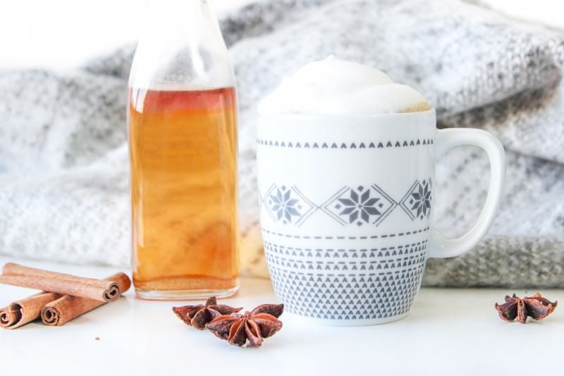 Selbstgemachter Chai-Sirup