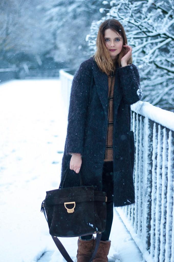 winterliches outfit im ersten schnee in hamburg. Black Bedroom Furniture Sets. Home Design Ideas