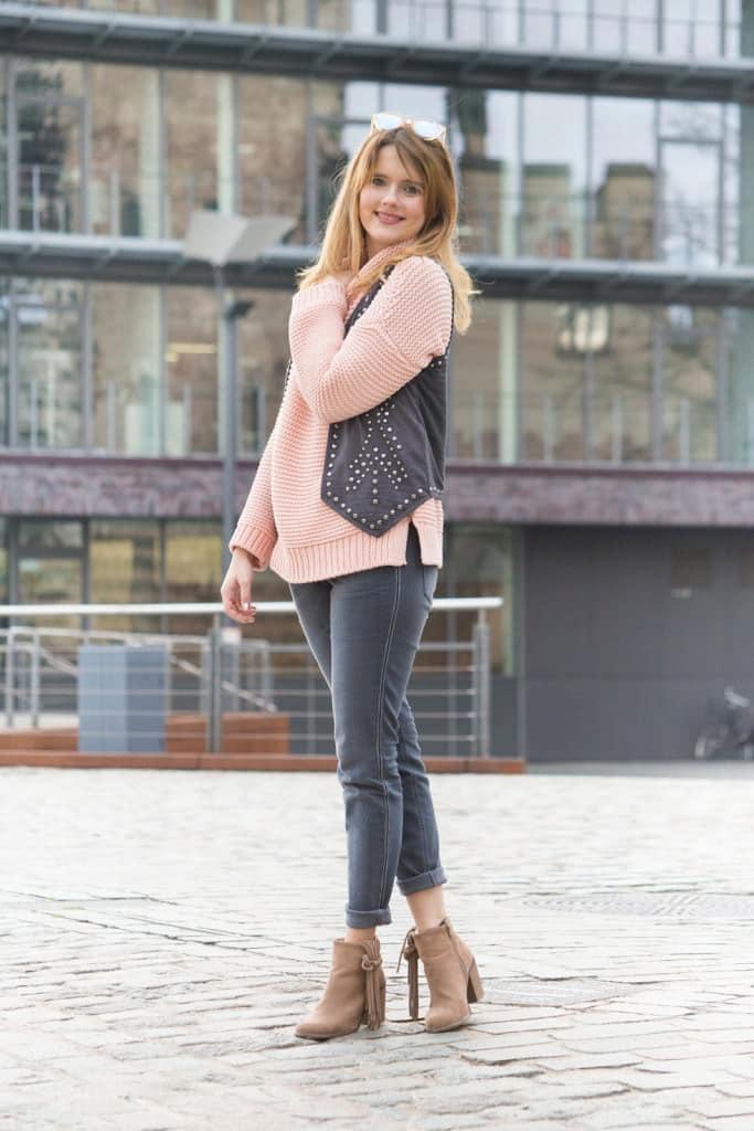 desbelleschoses-fashion-blog-deuschland-köln-70ies-trends-im-winter-outfit-mit-rollkragen-pullover-und-fransen 11
