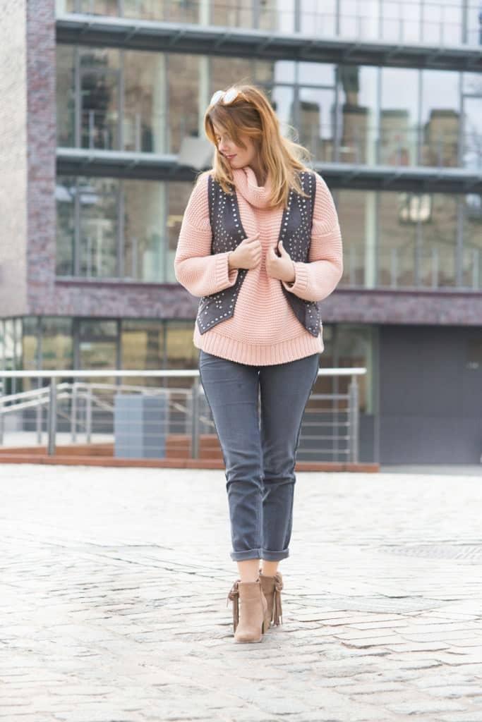 desbelleschoses-fashion-blog-deuschland-köln-70ies-trends-im-winter-outfit-mit-rollkragen-pullover-und-fransen 2