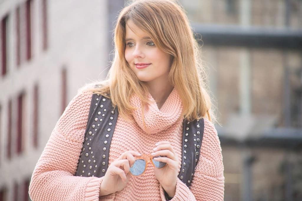 desbelleschoses-fashion-blog-deuschland-köln-70ies-trends-im-winter-outfit-mit-rollkragen-pullover-und-fransen 3