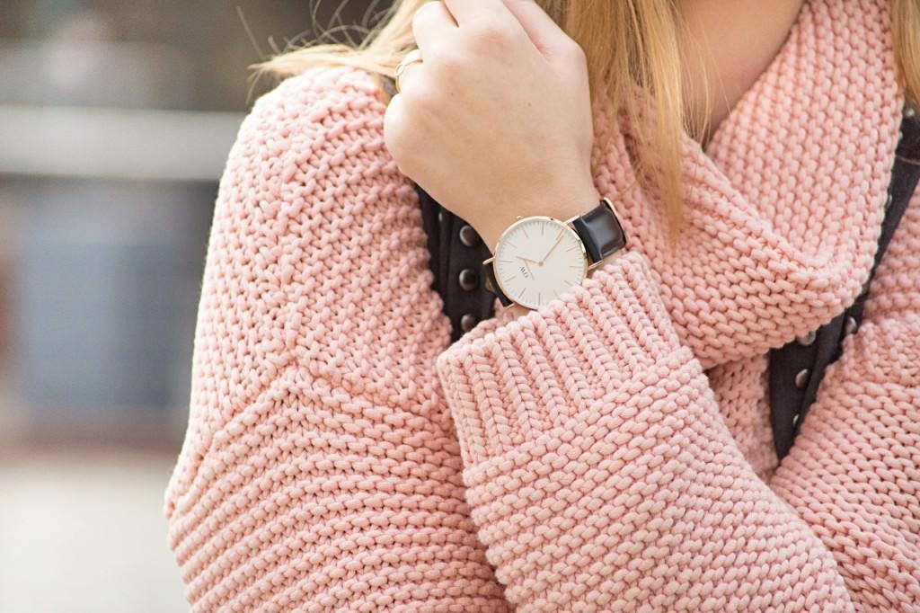 desbelleschoses-fashion-blog-deuschland-köln-70ies-trends-im-winter-outfit-mit-rollkragen-pullover-und-fransen 5
