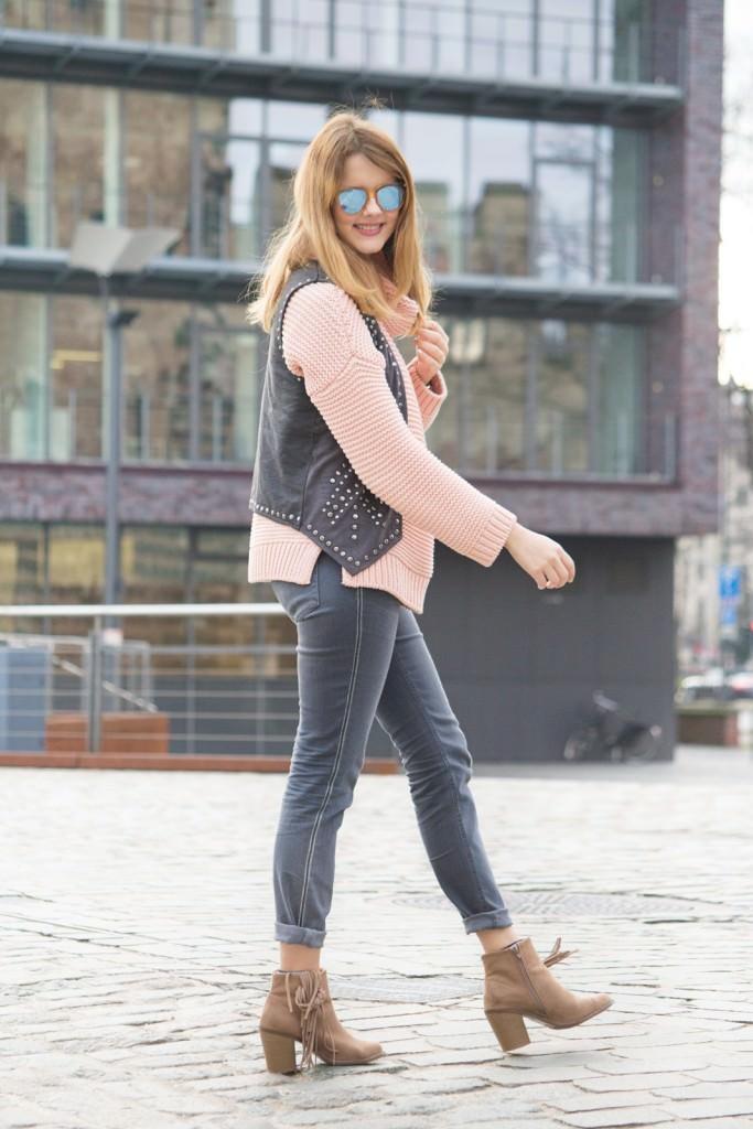desbelleschoses-fashion-blog-deuschland-köln-70ies-trends-im-winter-outfit-mit-rollkragen-pullover-und-fransen 6