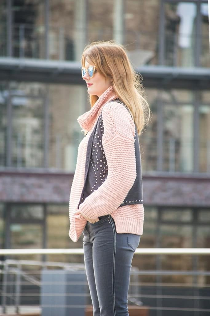 desbelleschoses-fashion-blog-deuschland-köln-70ies-trends-im-winter-outfit-mit-rollkragen-pullover-und-fransen 8