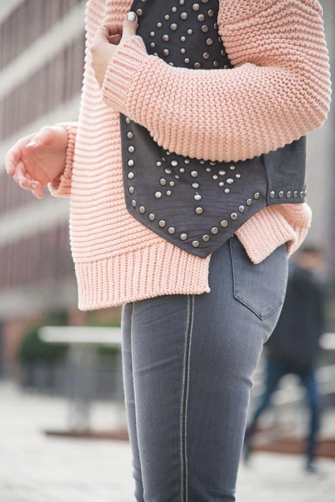 desbelleschoses-fashion-blog-deuschland-köln-70ies-trends-im-winter-outfit-mit-rollkragen-pullover-und-fransen 9