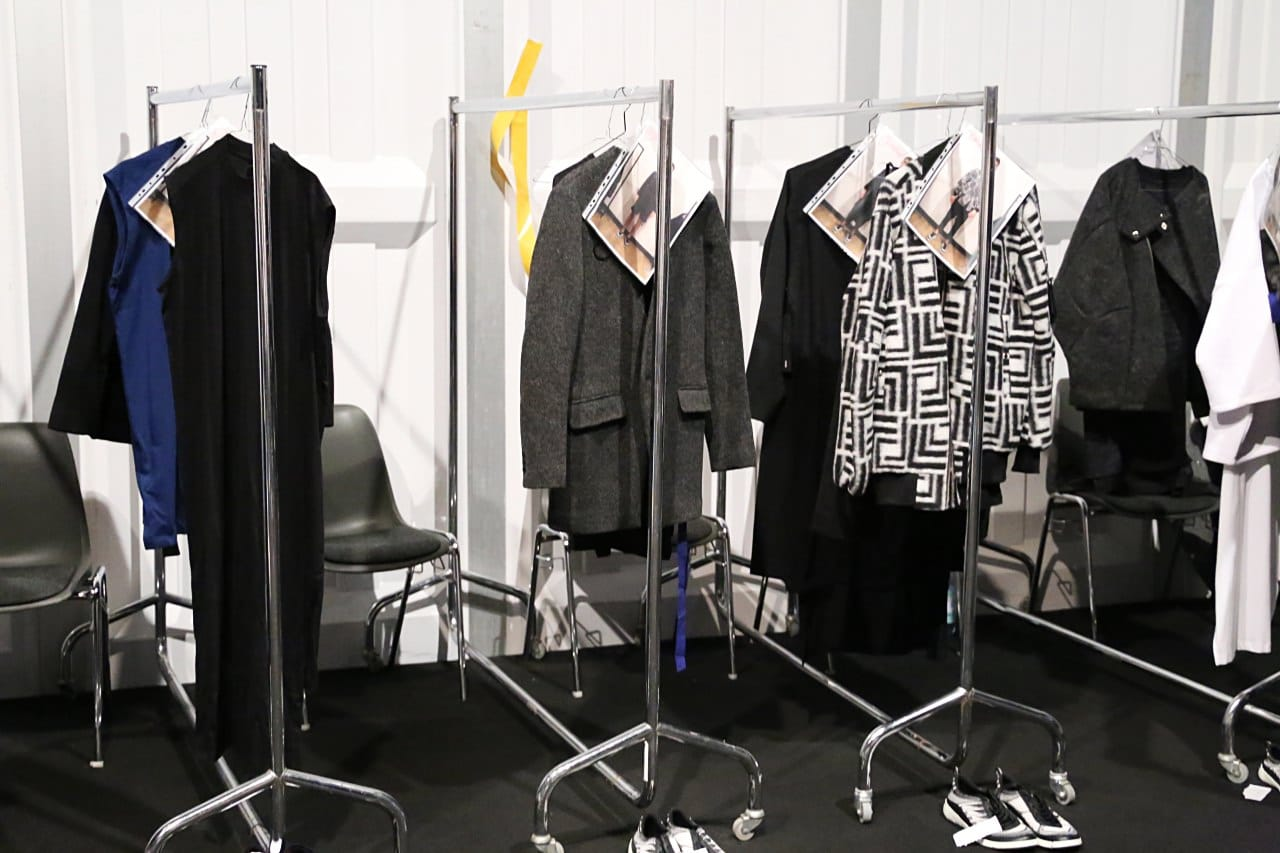 desbelleschoses-fashion-blog-deutschland-berlin-fashion-week-januar-2016-fashion-show-odeur-studios-backstage-bericht-fitting 1