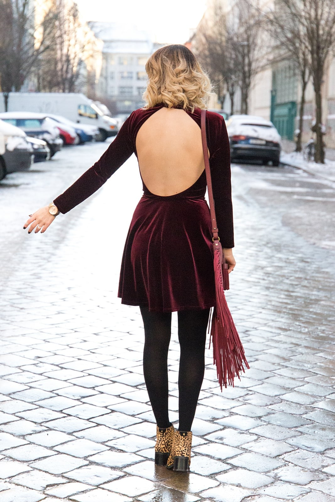 desbelleschoses-fashion-blog-köln-deutschland-berlin-fashion-week-januar-2016-streetstyle-tag-2-samtkleid-leo-boots 1