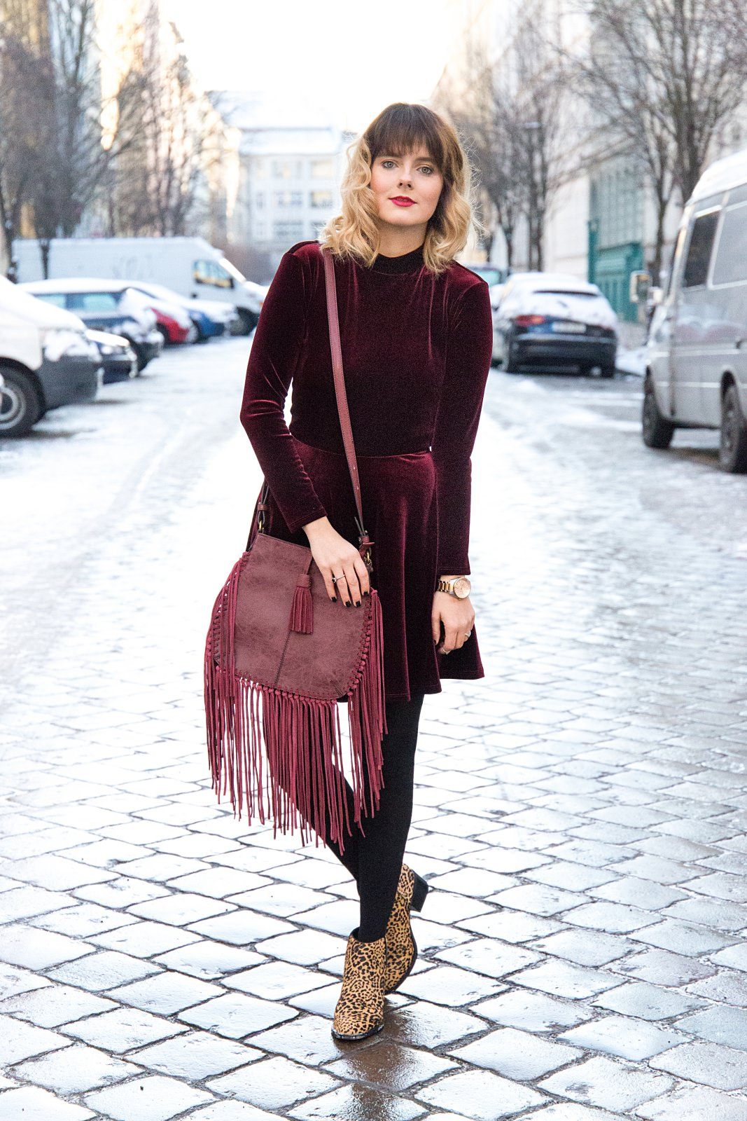 desbelleschoses-fashion-blog-köln-deutschland-berlin-fashion-week-januar-2016-streetstyle-tag-2-samtkleid-leo-boots 11