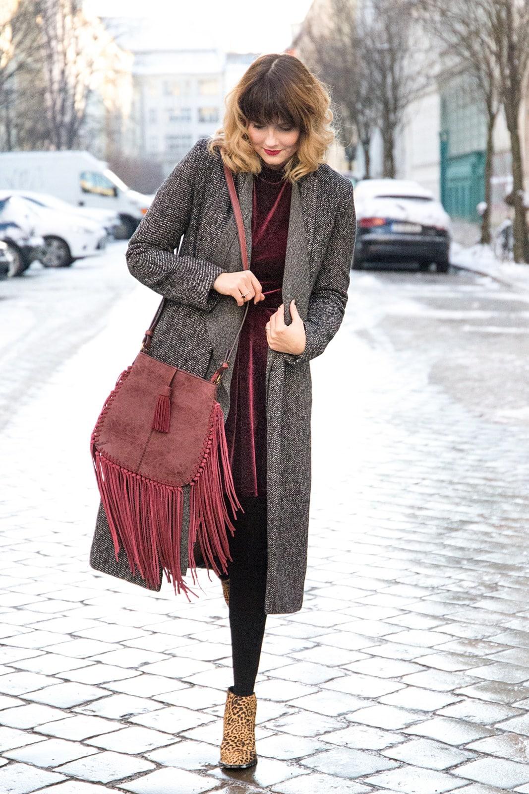 desbelleschoses-fashion-blog-köln-deutschland-berlin-fashion-week-januar-2016-streetstyle-tag-2-samtkleid-leo-boots 5