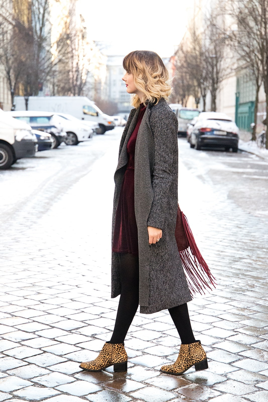 desbelleschoses-fashion-blog-köln-deutschland-berlin-fashion-week-januar-2016-streetstyle-tag-2-samtkleid-leo-boots 9